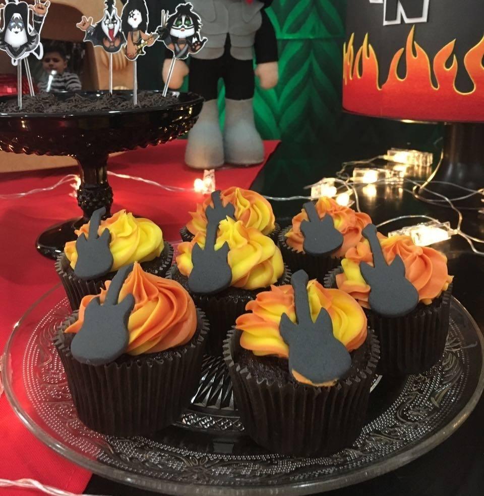 Kit com 10 Cupcakes Guitarra