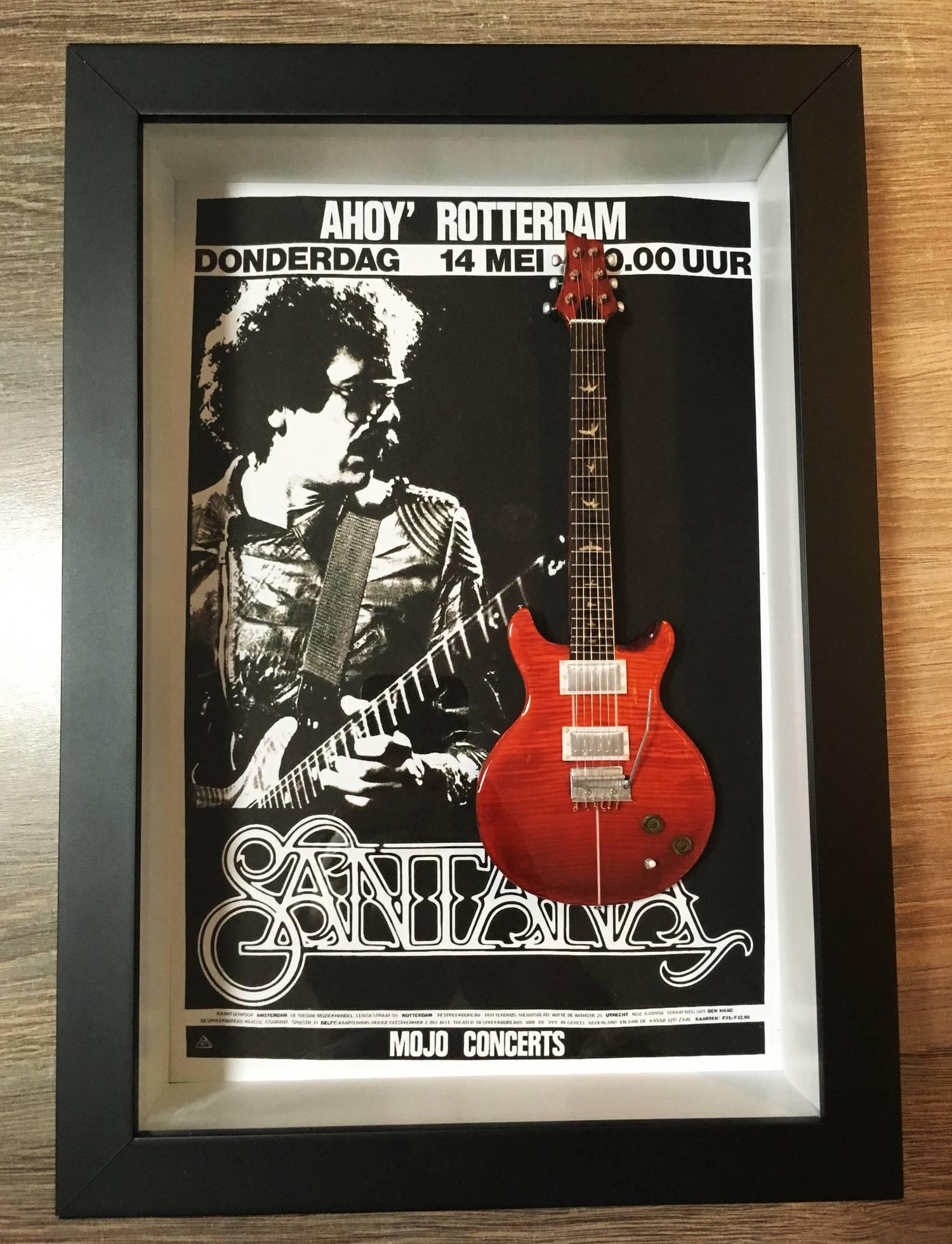 MiniLuthieria - Santana – Quadro com Mini Guitarra