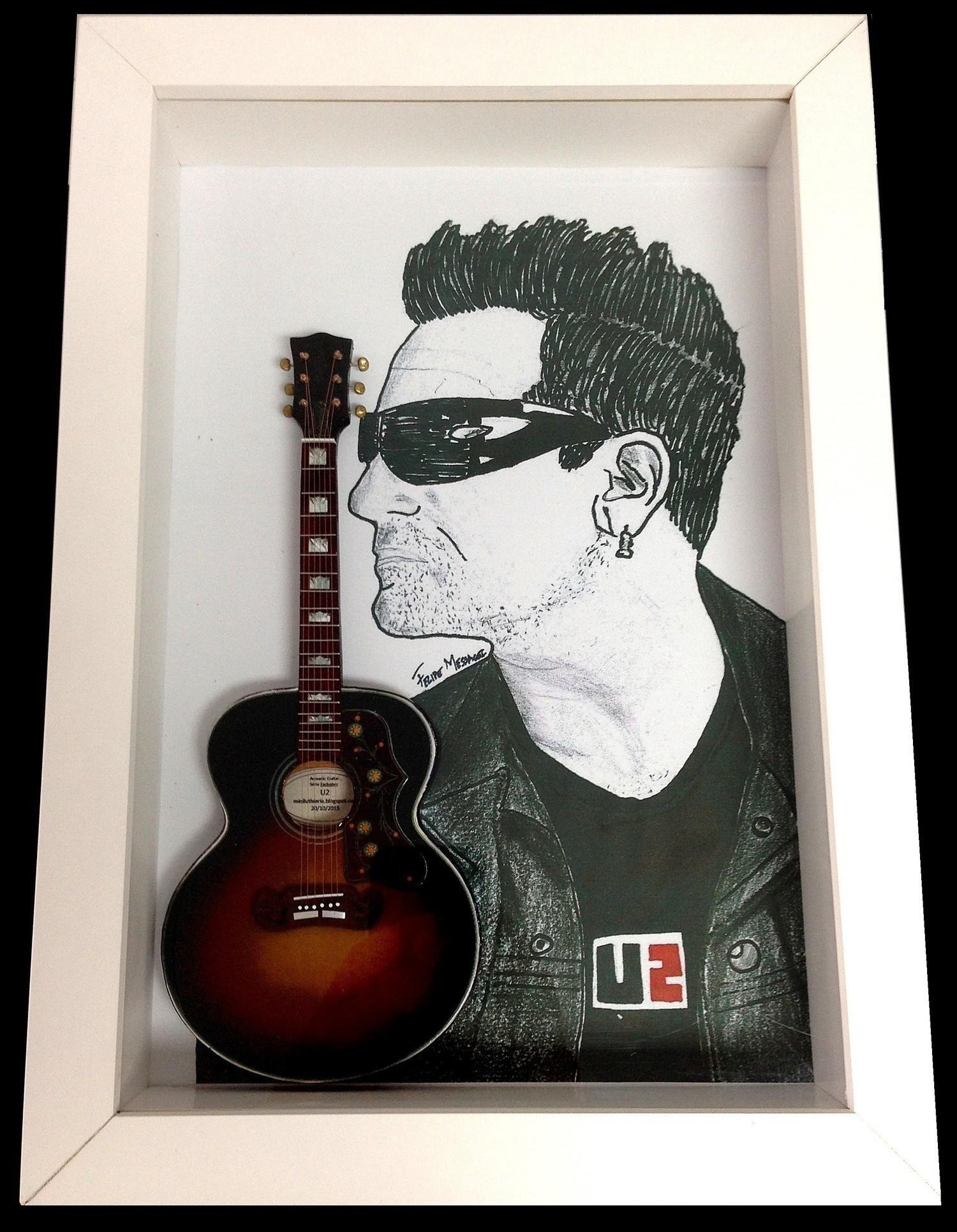 MiniLuthieria - U2 – Quadro Bono com Mini Violão