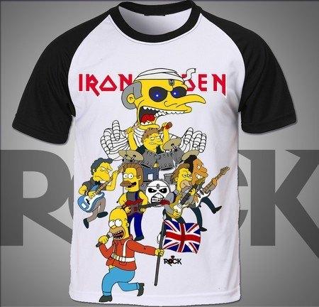 Camiseta Exclusiva Mitos do Rock Simpsons vs Iron Maiden