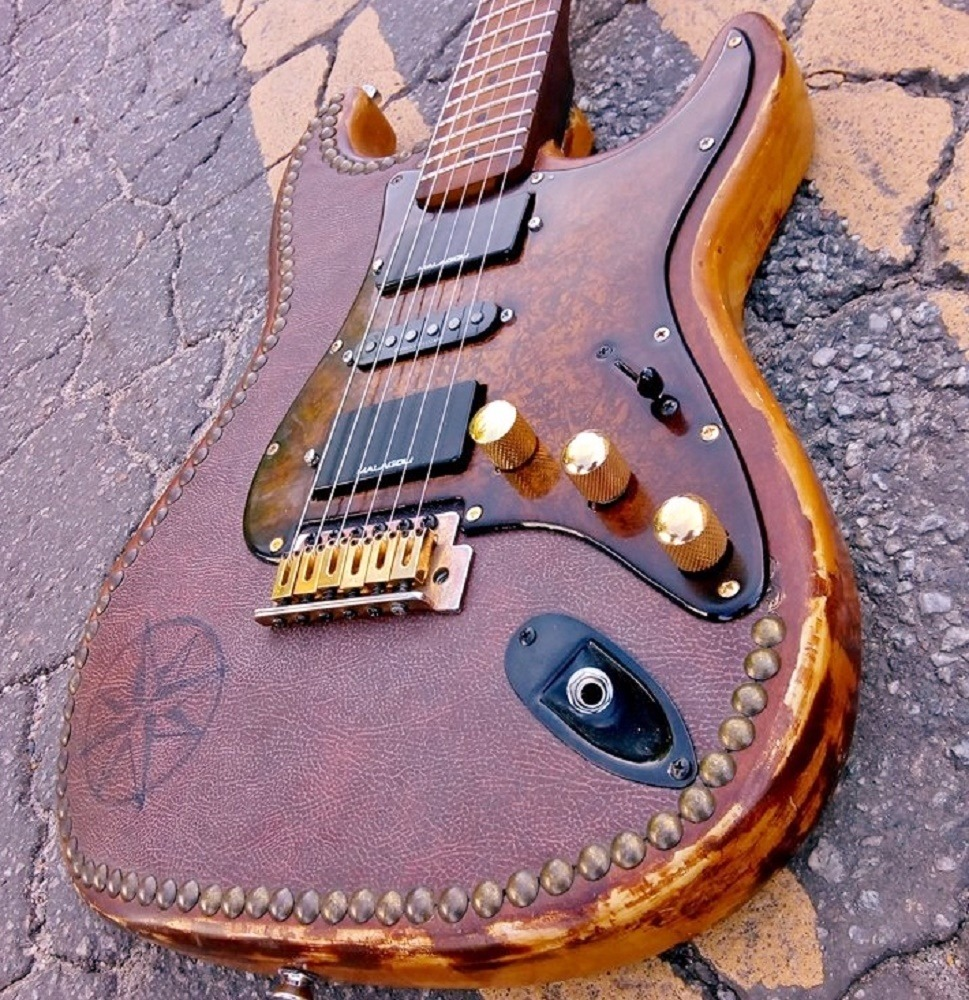 Guitarra Strato Encryption III Hot Machine Custom