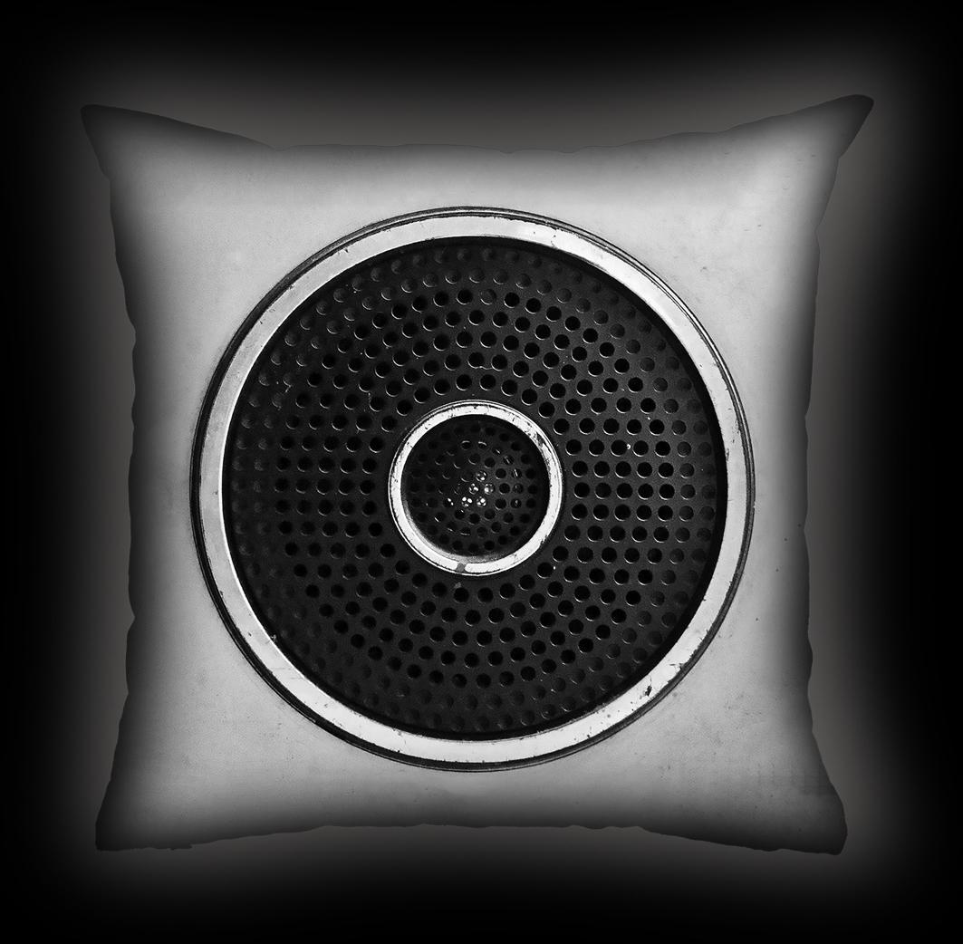 Almofada Bia Lombardi - Speaker - P&B