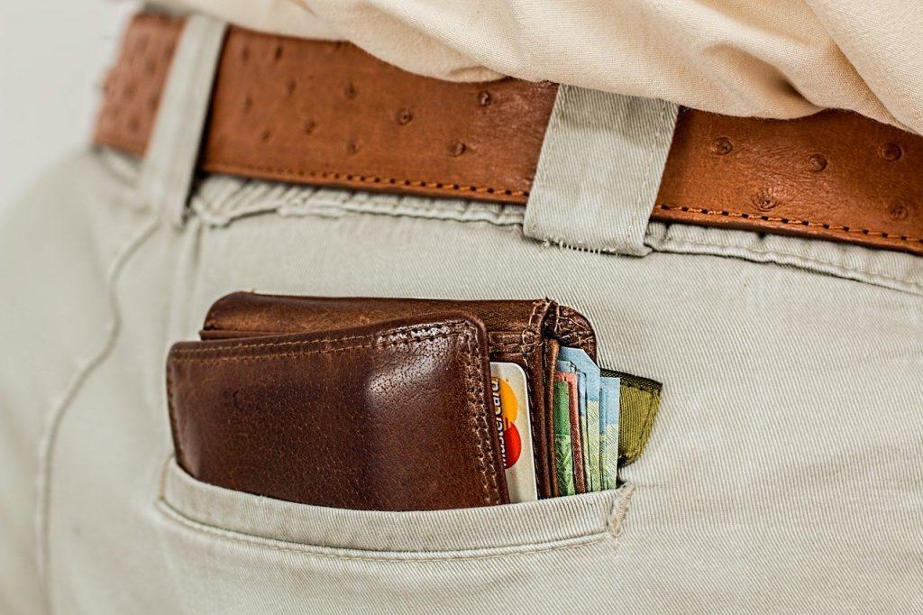 Carteira no bolso da calça