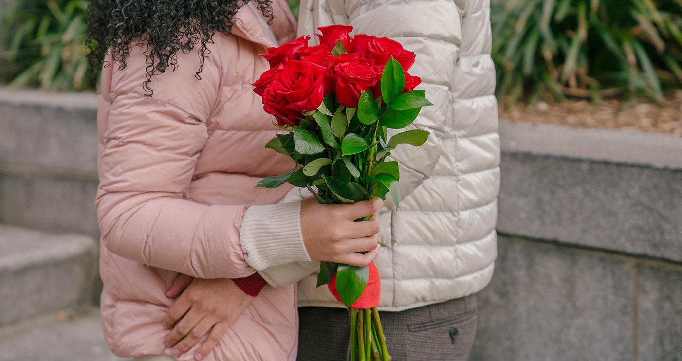 Flores, arreglos y regalos, todo para este Día de los Enamorados