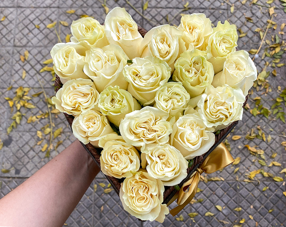 ¿Cómo combinar las rosas blancas? En Florería Rosalinda te damos algunas ideas