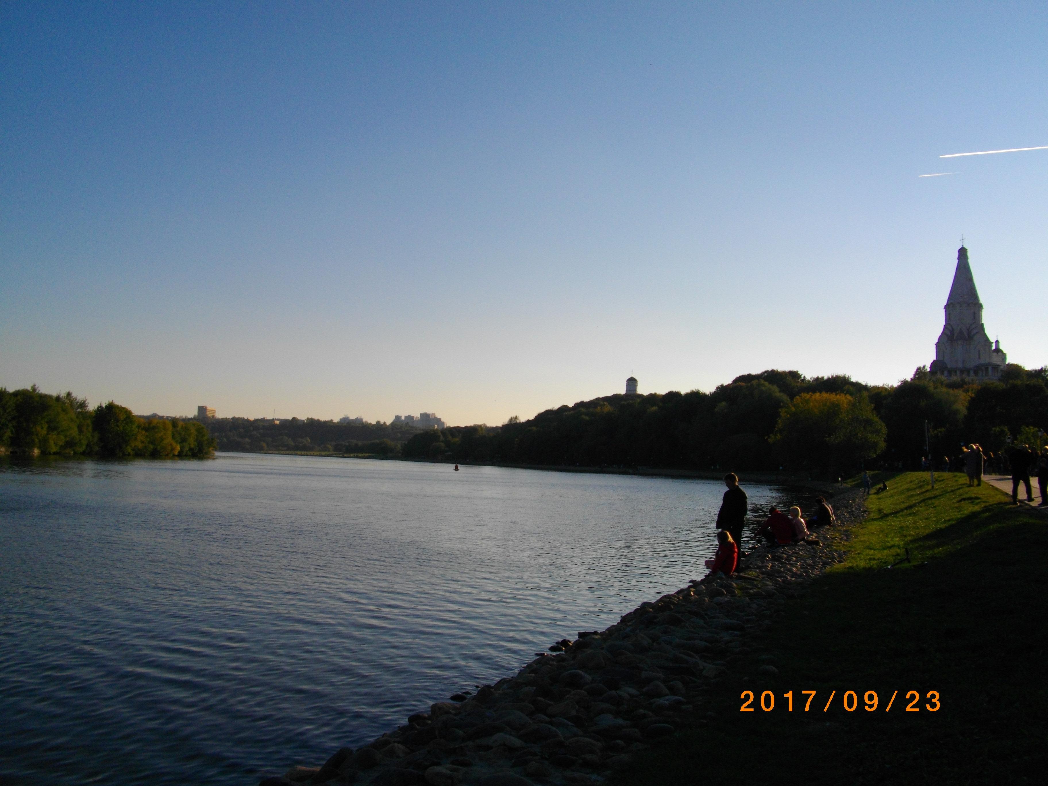 はちみつ市場があった公園から眺めたモスクワ川