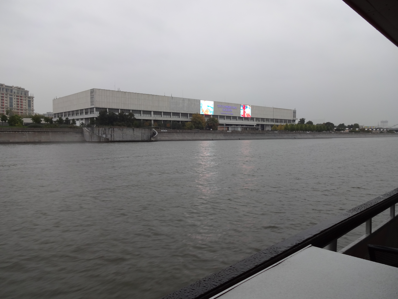 クルーズ船から見たトレチャコフ美術館(新館)