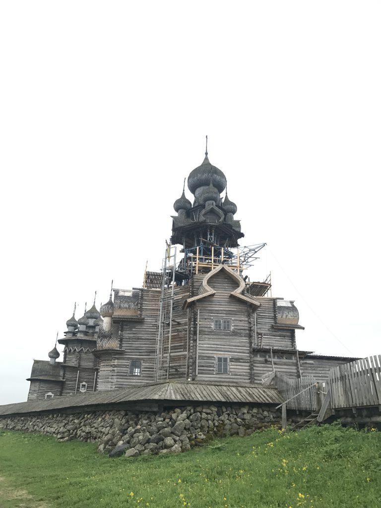 修復中のプレオブランジェーンスカヤ教会