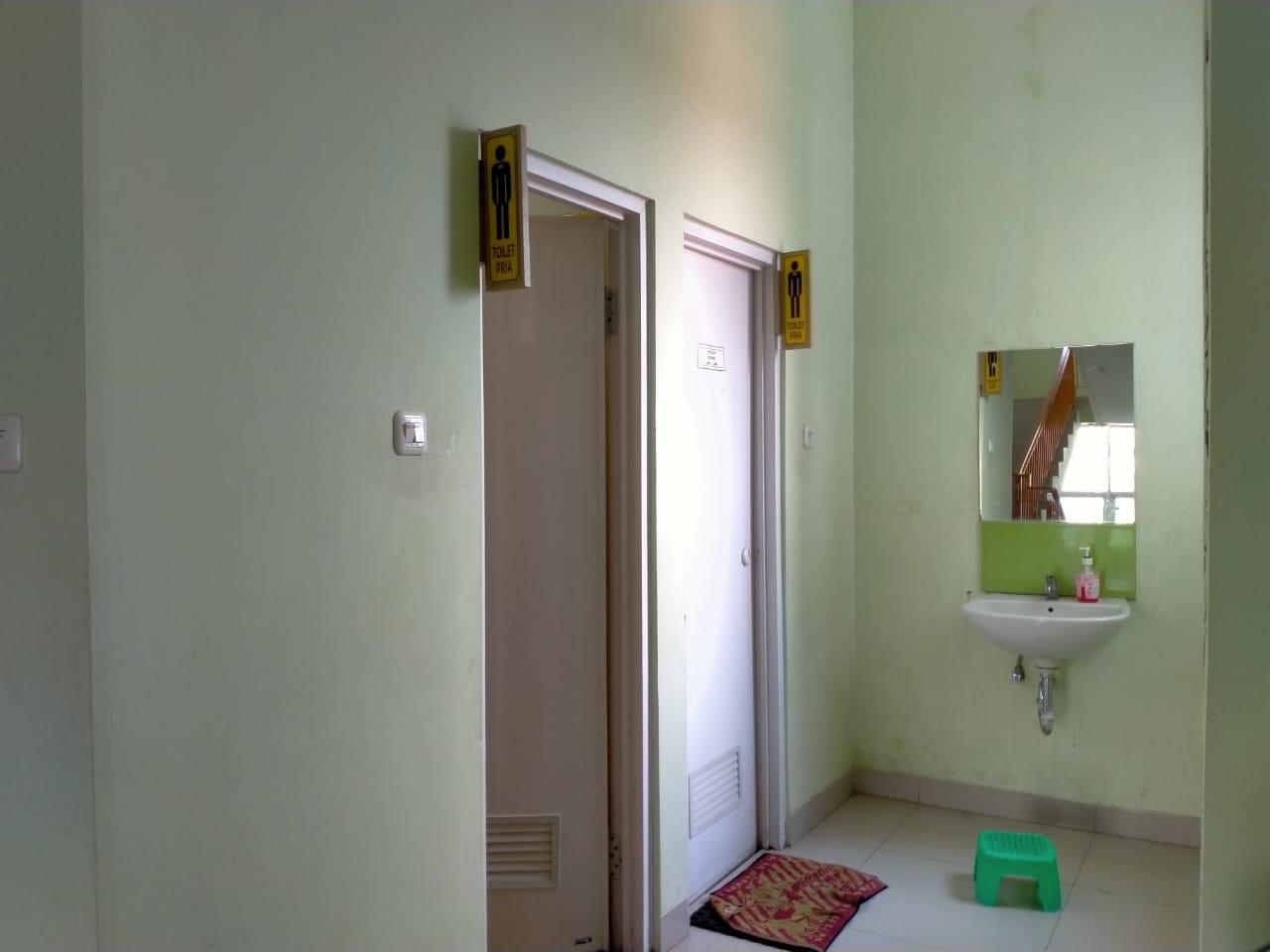 fasilitas-toilet-laki-laki-dan-perempuan