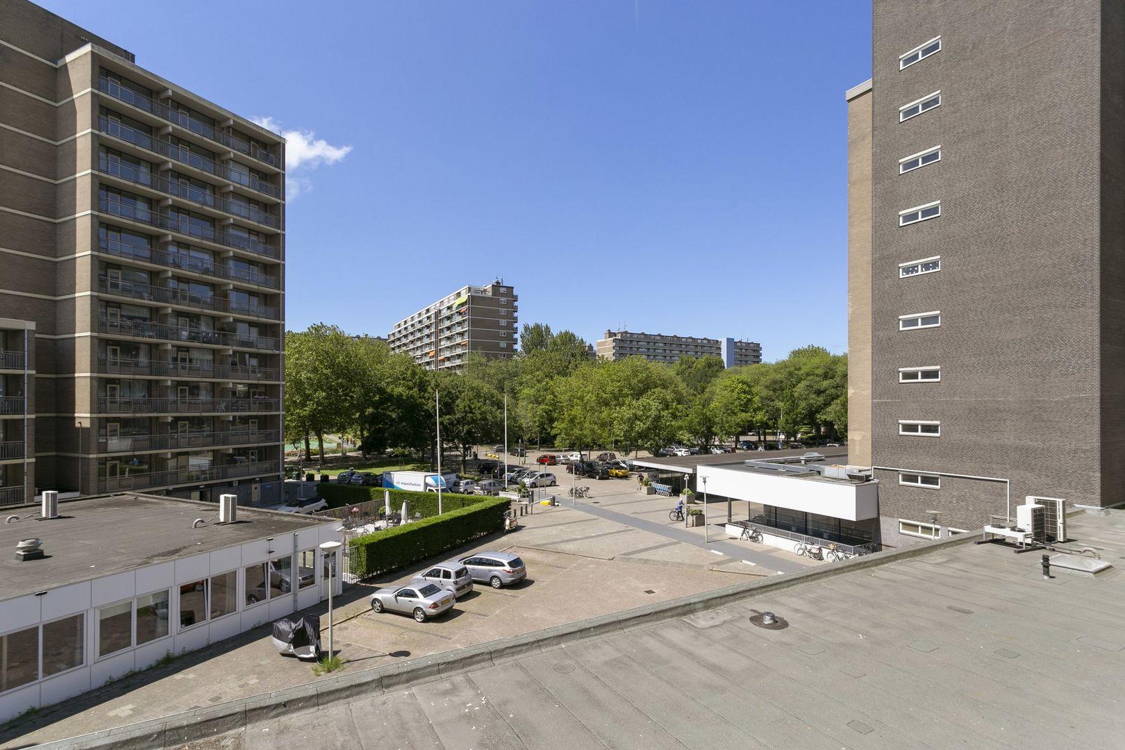 Volendamlaan 732, Den Haag foto-17