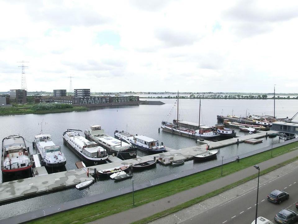 Cas Oorthuyskade, Amsterdam