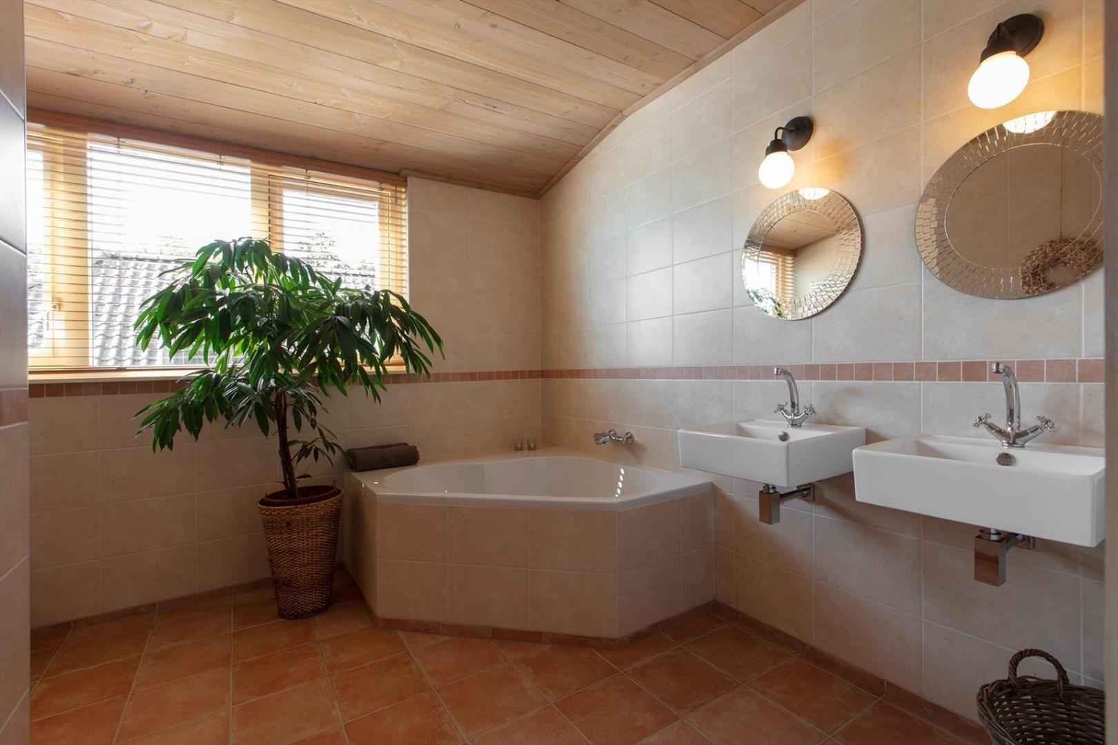 Jabsco Toilet Aanbieding : Simon van capelweg 8 b Вилла в noorden