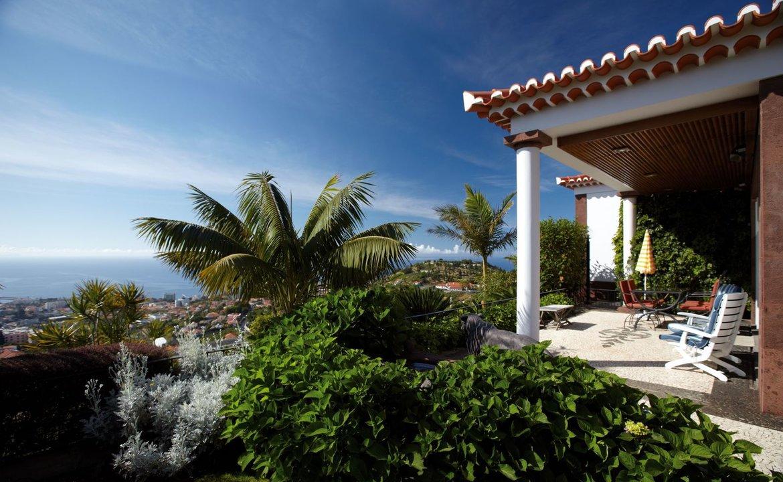 Villa / Casa adosada por un Venta en Rua Encosta Pico Dos Barcelos Funchal, Portugal