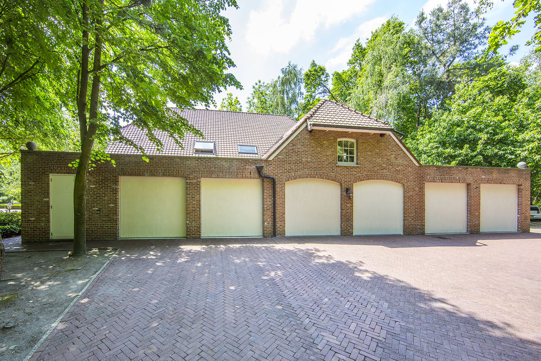 Additional photo for property listing at Meersel Breda, Holanda