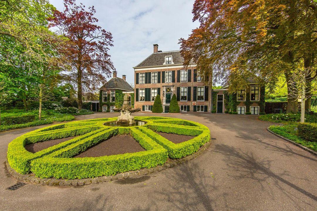 biệt thự / Nhà phố vì Bán tại Wilhelminalaan 13 Wilhelminalaan 13 Sassenheim, South Holland,2171CS Hà Lan