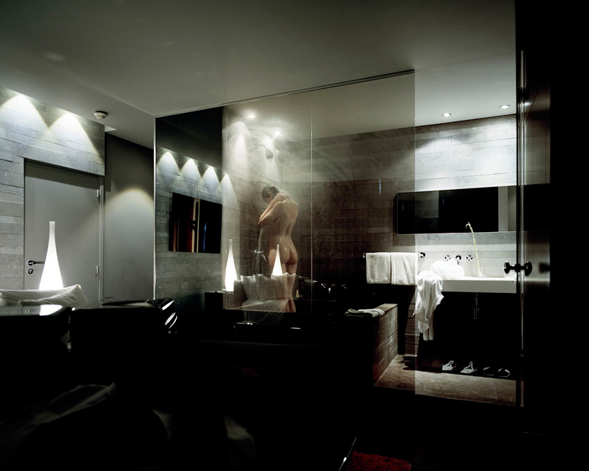 bathroom shot, Thomas Zanon-Larcher PASSAGE