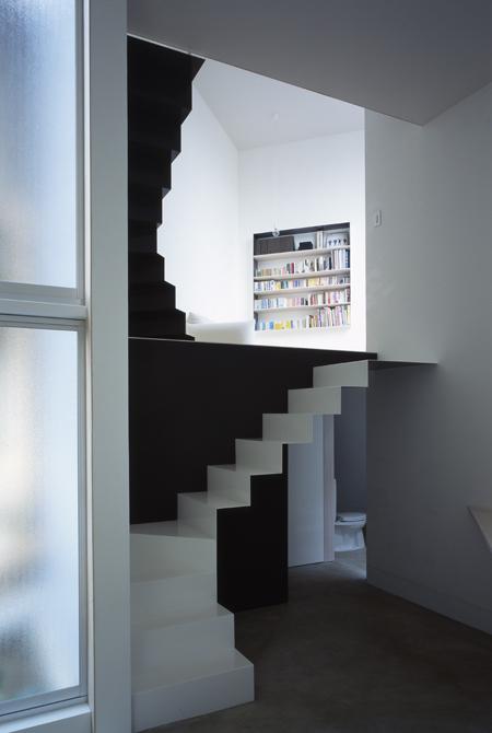 W-Window-House-by-ALPHAville-staircase-&-bookshelf