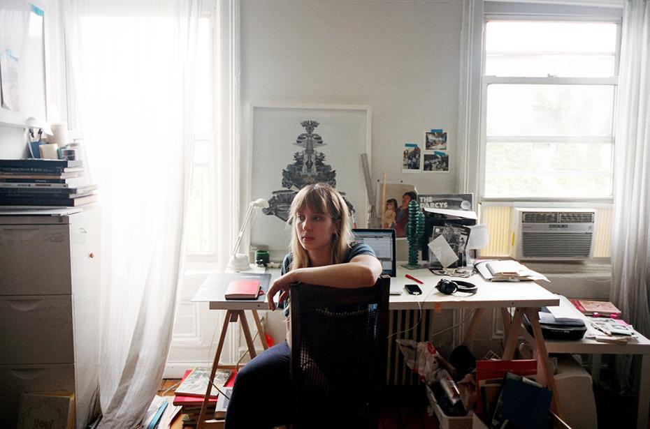 Sara-Cwynar, desk space portrait. Barbara Anastacio