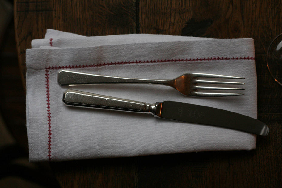 Knife-and-folk-set,-restaurant