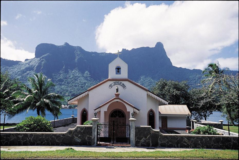 St_Joseph_Church_in_Moorea_GIE_TAHITI_TOURISME_Tim_McKenna