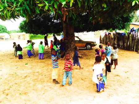 The-children-in-Galloya-Village
