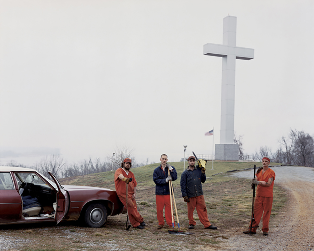 Fort Jefferson Memorial Cross, Wickliffe, Kentucky, 2002, from Sleeping by the Mississippi © Alec Soth