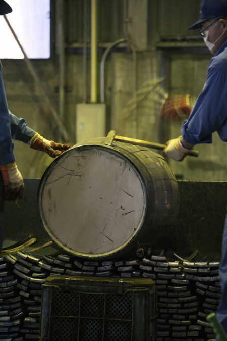 Suntory engineers create Mizunara oak cask