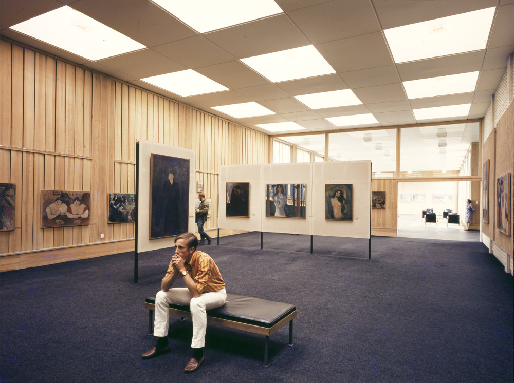Munch Museum. Photo of unknown visitor (date unknown). Photo: Knudsens fotoaterlier © Dextra Photo, Norsk Teknisk Museum