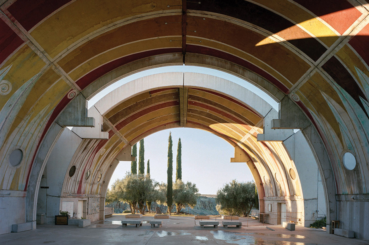 The first structures to be built, the vaulted arches at the centre of Arcosanti were made from thin concrete panels cast on site. They were then lifted into place to form a multifunctional public space for meetings, construction, concerts and dinners, with room for 200 people