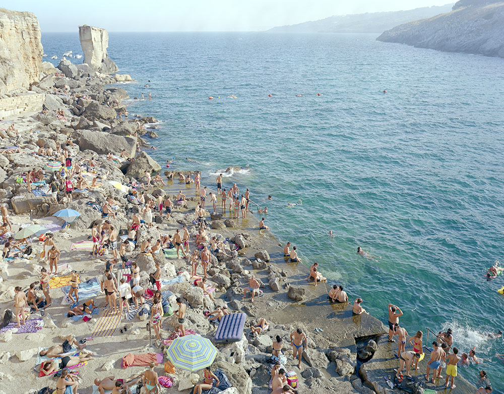 Massimo Vitali, Porto Miggiano, 2011, chromogenic print on Diasec, 193 × 231.1 cm, courtesy the artist and Ronchini Gallery