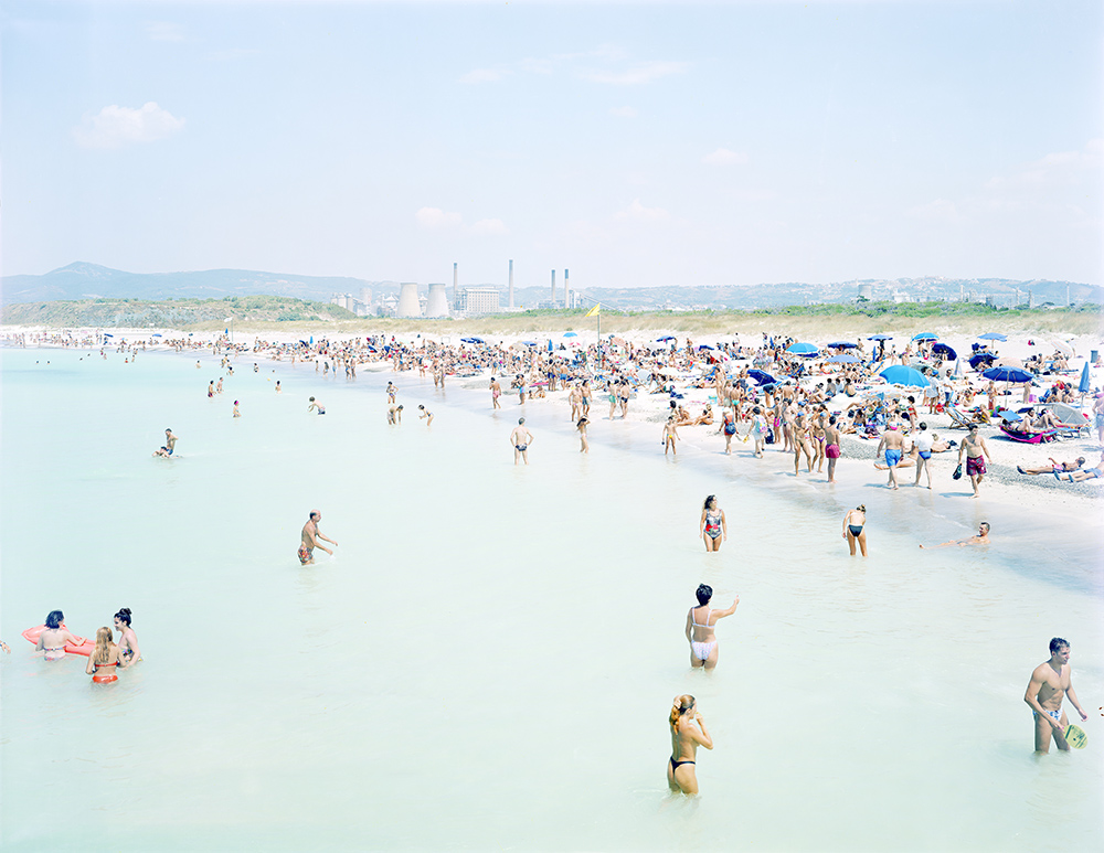 Massimo Vitali, Rosignano 3 Women, 1995, direct analog print on Diasec mount, 180 x 230 cm, courtesy the artist and Ronchini Gallery