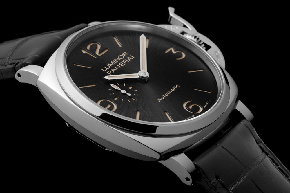 The new Luminor Due in steel. Also available in red gold.