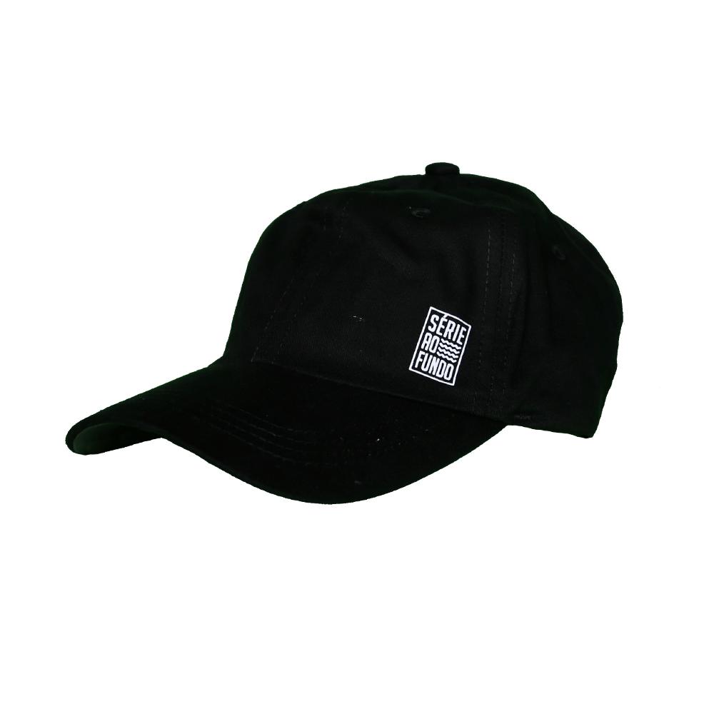 Boné Dad Hat Preto Série ao Fundo
