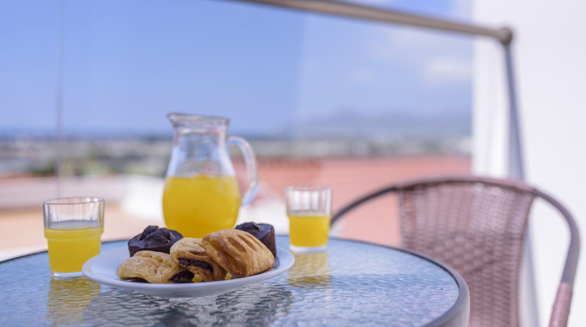 Πρωινό σε πιάτο απο τον μπουφέ μας