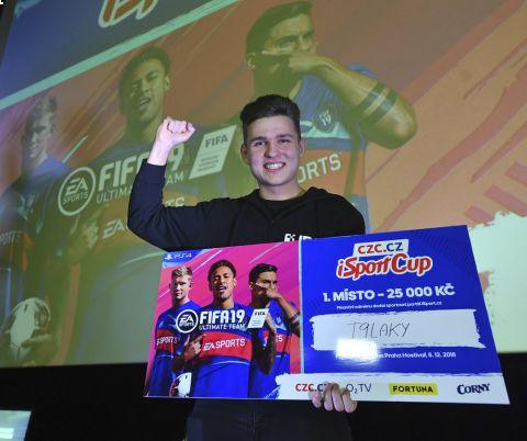 Spokojený T9Laky slaví triumf v iSportCupu, díky kterému získal prémii 25 tisíc korun •Foto: Michal Beránek (Sport)