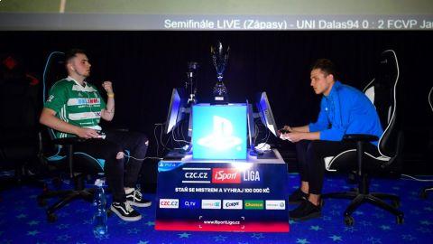 Caster z Bohemians se raduje z výhry nad plzeňským T9Lakym v loňském semifinále CZC.cz iSport LIGY. •Foto: Pavel Mazáč / Sport