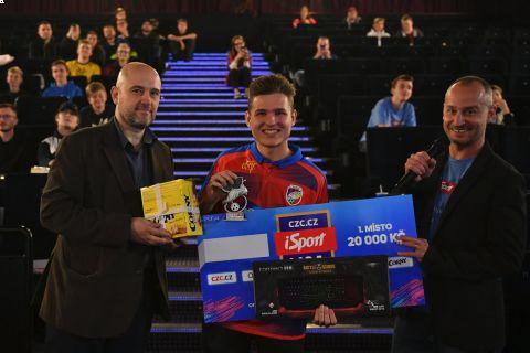 Šampion prvního offline finále iSport LIGY T9Laky •Foto: Barbora Reichová (Sport)