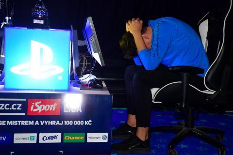 Zklamaný T9Laky po semifinálové prohře SUPERFINÁLE CZC.cz iSport LIGY •Foto: Pavel Mazáč / Sport