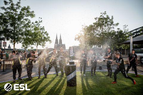 NAVI slaví vítězství na IEM Cologne •Foto: ESL