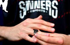 Předávání prstenů a trofeje Sazka eLEAGUE CS:GO •Foto: iSport.cz