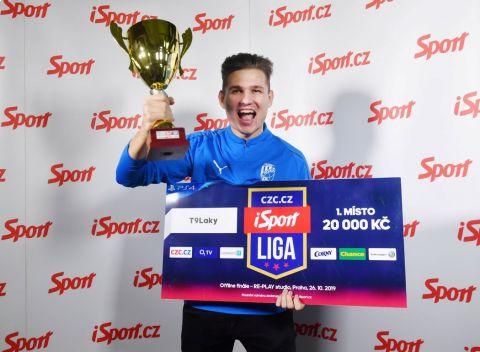 """Lukáš """"T9Laky"""" Pour po vítězství v iSport Lize. •Foto: Sport"""
