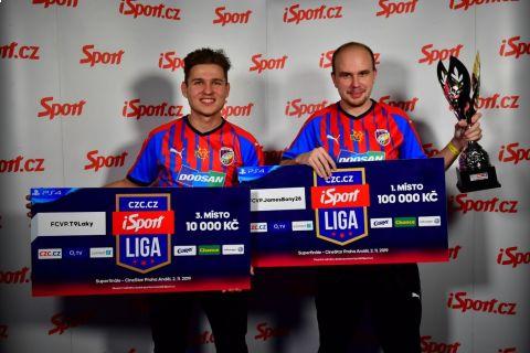 James Bony (vpravo) vyhrál SUPERFINÁLE CZC.cz iSport LIGY, jeho spoluhráč z Plzně T9Laky skončil třetí •Foto: Pavel Mazáč / Sport