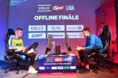 Plzeňský T9Laky (v modrém) porazil ve finále III. turnaje iSport LIGY teplického Serona •Foto: Michal Beránek / Sport