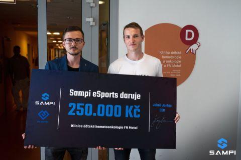 Team Sampi,, který vlastní Jakub Jankto, daroval motolské nemocnici 250 tisíc korun •Foto: Team Sampi