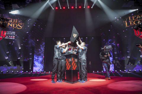 Český tým eSuba zvítězil na turnaji V4 v League of Legends a získal rekordní výhru 4 miliony korun •Foto: eSUBA/Radek Vebr