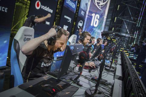 V polských Katovicích probíhá světový šampionát v populární střílečce Counter-Strike: Global Offensive •Foto: ESL/Kelly Kline