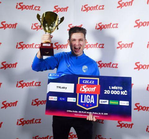 """Lukáš """"T9Laky"""" Pour ovládl i třetí turnaj CZC.cz iSport LIGY •Foto: Michal Beránek / Sport"""