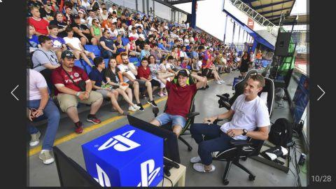 Offline finále iSport LIGY na pražské Letné se hrálo před výbornou diváckou kulisou. •Foto: Sport