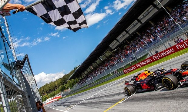 Verstappen a Norris přeci jen závodili, ve virtuální formuli porazili i Courtoise