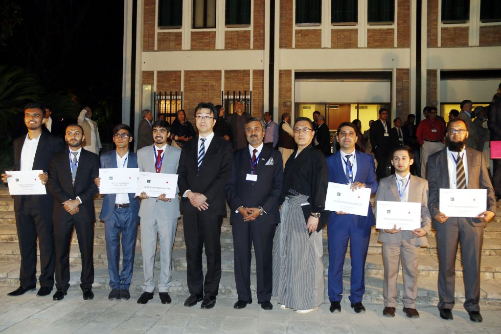 Students from Pakistan receive research & undergraduate MEXT scholarships